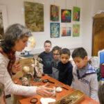 Visite des CP à  une exposition d'Enola CHARMILLE